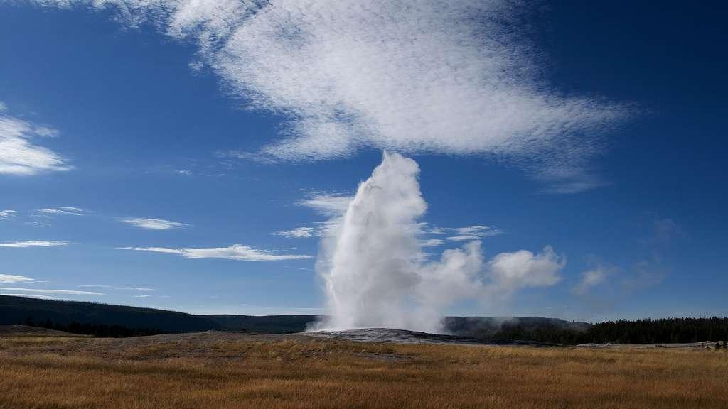 Éruption d'un geyser