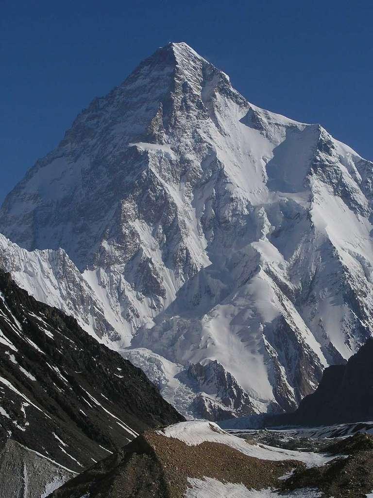 Le K2 est la deuxième plus haute montagne du monde. Son sommet culmine à 8.611 mètres. © AdamJacobMuller, Wikipédia, GNU 1.2