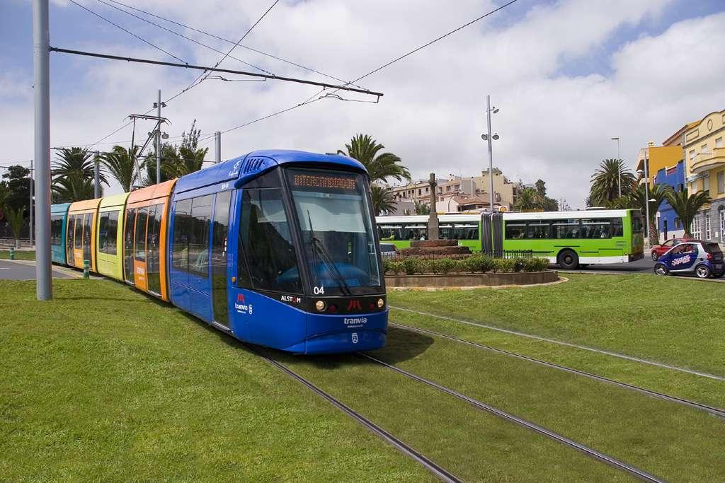Le tram dans la ville