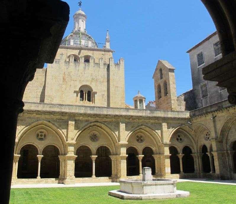 La cathédrale Velha de Coimbra, au Portugal, est la seule église romane à être restée intacte depuis l'époque de la Reconquête. © João Trovão