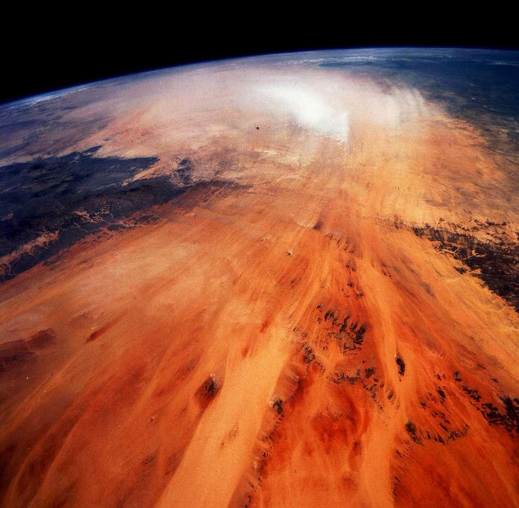 Les vents soulèvent des particules dans le désert. Ici, une image prise au nord du Tchad. © Nasa Johnson, flickr, CC by-nc 2.0
