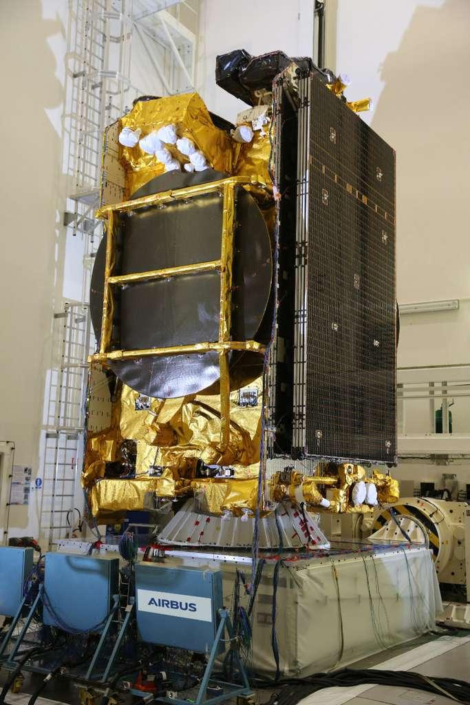 Eutelsat 172B en salle blanche à Toulouse. © Airbus, Eutelsat