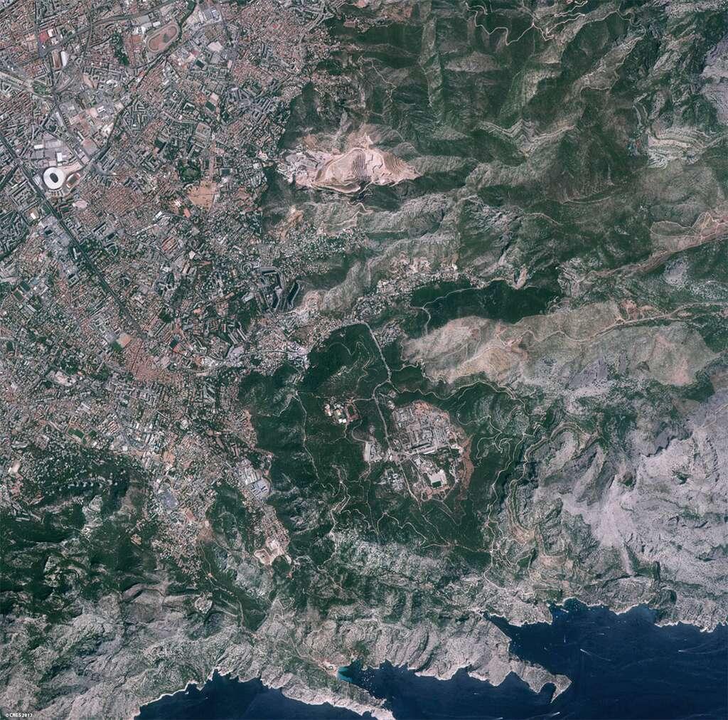 Région de Marseille observée par Venµs le 18 août 2017. © Cnes