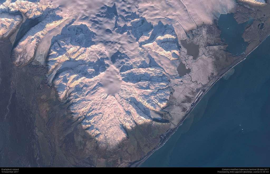 En Islande, le glacier qui recouvre l'Öræfajökull s'est affaissé en novembre 2017. © Antti Lipponen, Sentinel–2B, CC by-sa