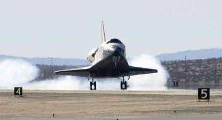 Endeavour à l'atterrissage. Crédit Nasa
