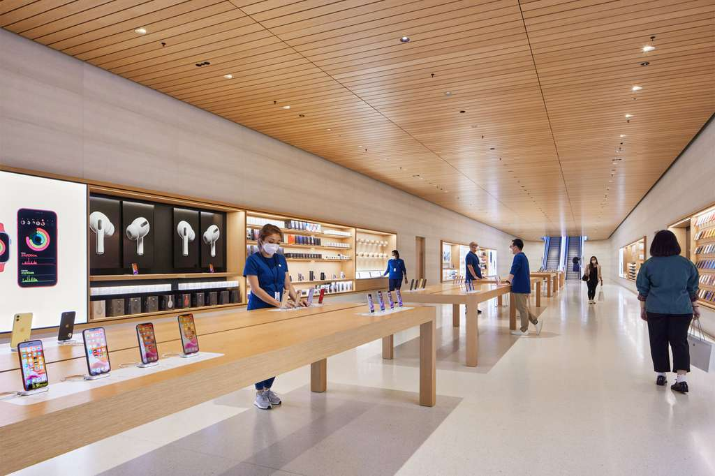 Le magasin accueille 148 employés parlant collectivement 23 langues. © Apple