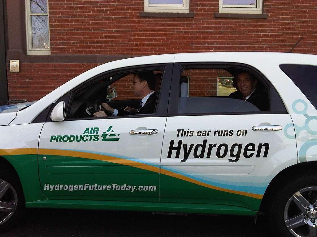 Certaines voitures roulent déjà au dihydrogène, mais leur approvisionnement pose un réel problème. © DECCgovuk, Flickr, cc by nc nd 2.0