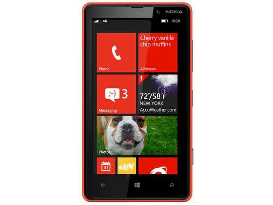 Comme pour Windows 8 et RT, l'écran d'accueil de Windows Phone 8 est doté de vignettes (les tuiles) dont la taille est personnalisable selon l'importance que l'on souhaite donner à une application. Ces tuiles sont dynamiques et peuvent afficher des informations en temps réel (météo, notifications, mises à jour de profils sur les réseaux sociaux...). © Microsoft