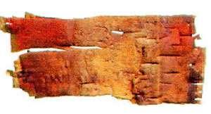 Écorce de cinabre. Un morceau d'écorce de bouleau découvert à Nadlok et teinté de cinabre. Nadlok : lieu concernant les Inuit du cuivre au Canada. © DR