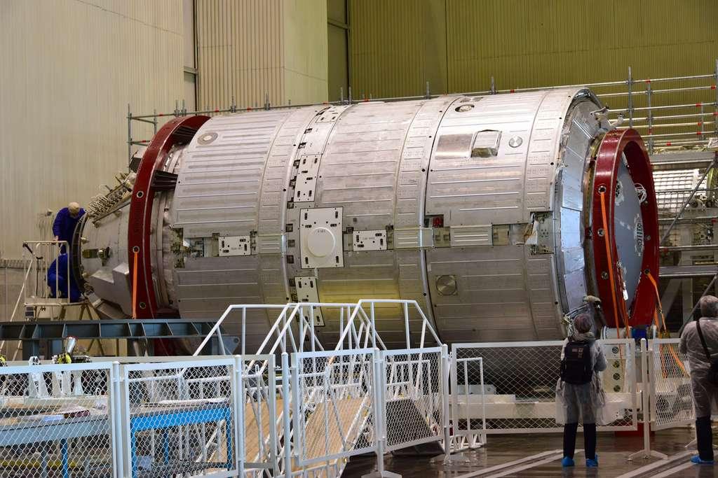 Une partie du module NEM qui sera le premier élément de la station Ross. Son lancement est prévu en 2028. À l'image, un modèle structurel qui ne sera pas le modèle de vol. © Roscosmos