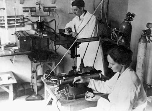 Irène et Frédéric Joliot-Curie, découvreurs de la radioactivité artificielle. © DR