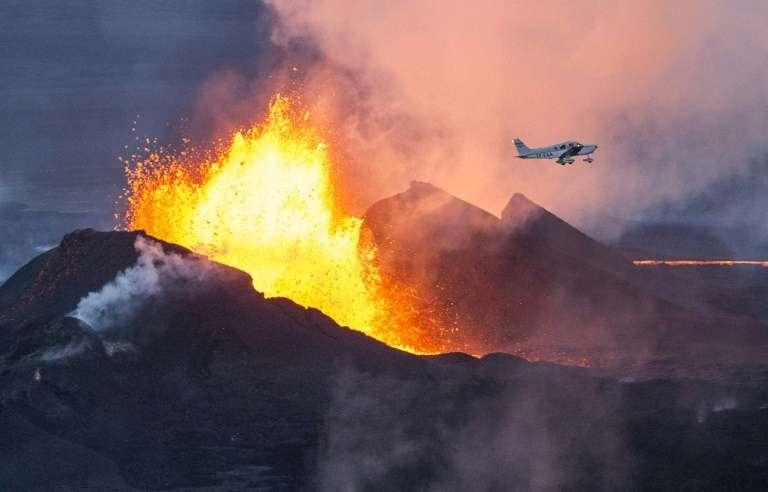 L'Islande est l'une des zones volcaniques les plus actives du globe avec pas moins de 200 volcans actifs (ou failles volcaniques) qui se réveillent tous les 4 ou 5 ans en moyenne. Photo d'un volcan en Islande, en septembre 2014. © Bernard Meric, AFP, Archives