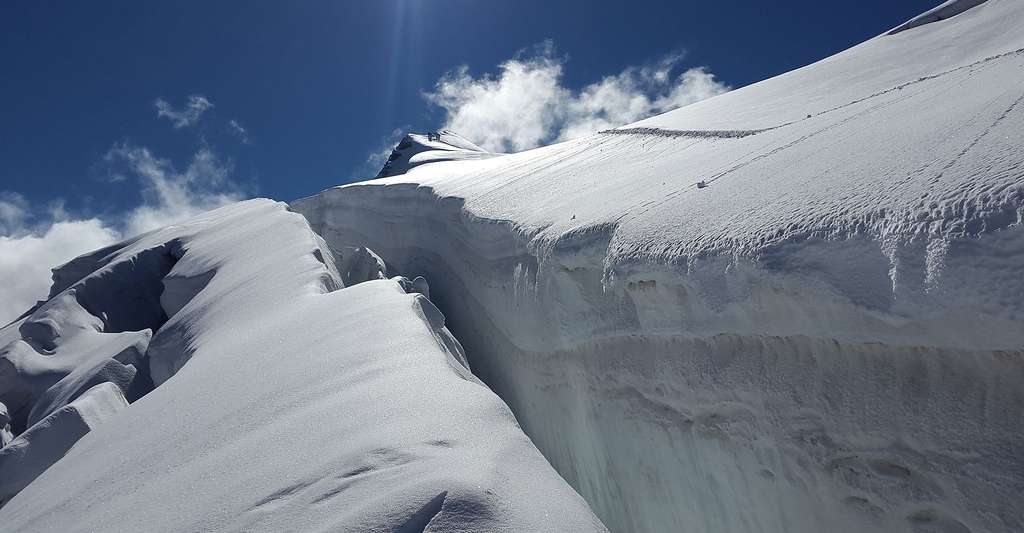 Les glaces conservent de l'air fossile. Ici, crevasse d'un glacier alpin. © Simon, DP