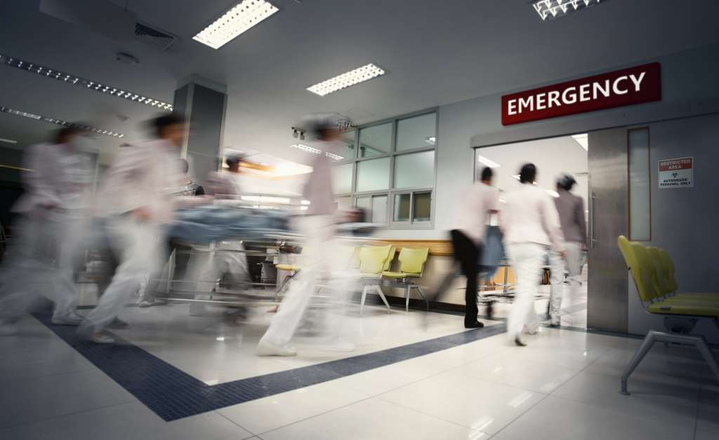 Les mesures de confinement sont, entre autres, destinées à aplatir la courbe de l'épidémie pour permettre au système sanitaire de tenir le choc. © Chokchaipoo, Adobe Stock