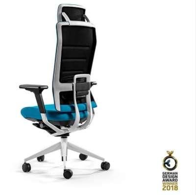La chaise TNK Flex accompagne tous les mouvements quand on travaille. © Instagram Alegre Design