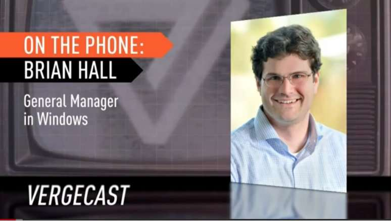 Brian Hall, directeur général de l'unité Windows Live, s'entretient avec des journalistes et des auditeurs lors d'un direct du site The Verge. Et le buzz naquit. Précisément à 1 minute et 40 secondes. © The Verge, YouTube