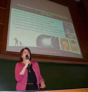 L'astrophysicienne spécialiste des comètes Anny-Chantal Levasseur-Regourd, présidente de l'AMA en France, a ouvert les débats. © Jean-Baptiste Feldmann
