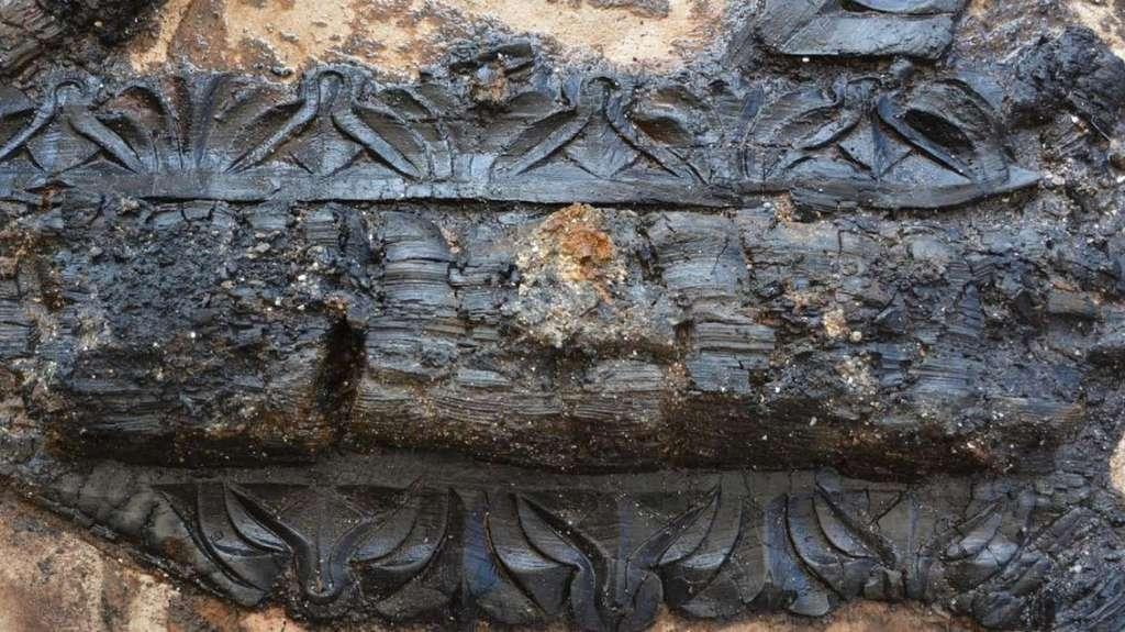 Malgré l'incendie, le bois du plafond arbore encore ses sculptures d'origine. © Ville de Chartres