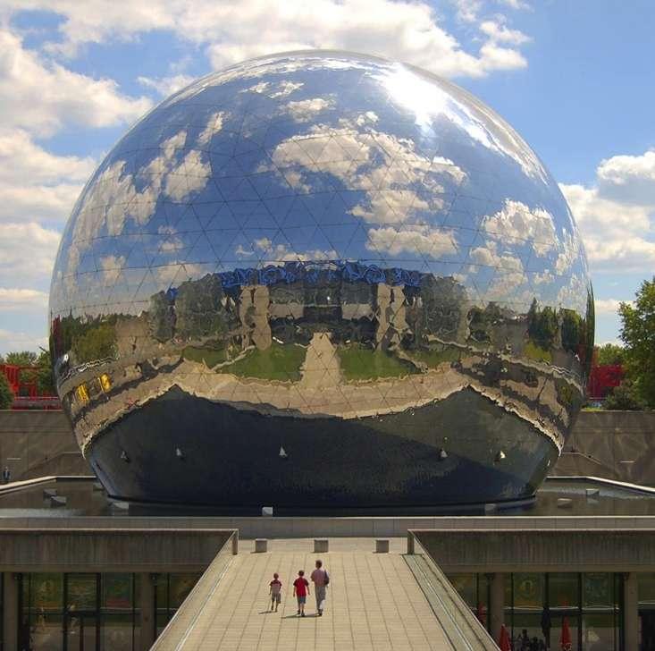La Géode de la Cité des sciences, à Paris. L'exposition « Khéops révélé » s'y est déroulée en 2007 sous l'impulsion de Jean-Pierre Houdin. © Urbanizer