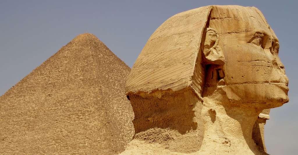 Quelle est l'origine de la théorie de la rampe intérieure de Khéops ? Ici, le sphinx de Gizeh, près de la pyramide de Khéops. © Olaf Tausch, CC by 3.0