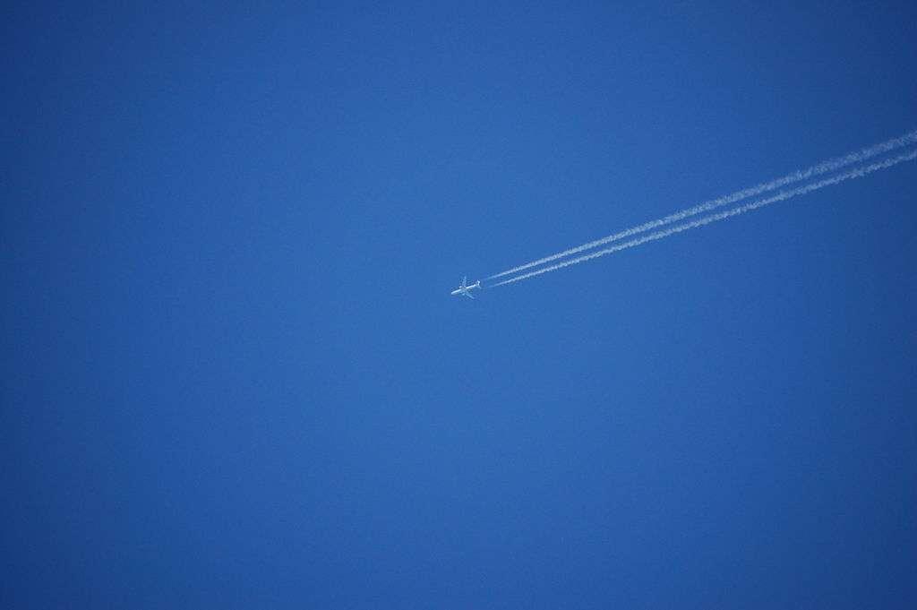 Le ciel est bleu à cause de l'interaction de la lumière solaire avec les molécules de l'air. © Kintaiyo, cc by sa 3.0