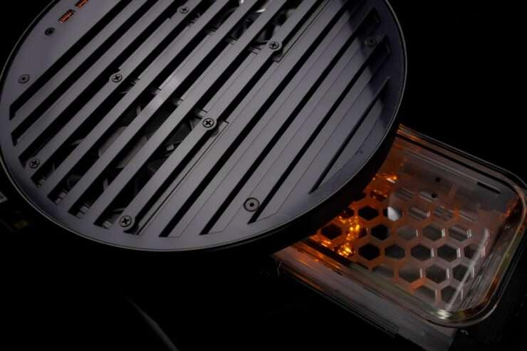 Un petit bac permet de garder au chaud ses aliments pendant une partie. © KFC