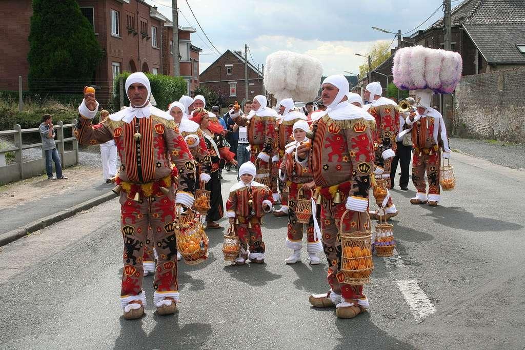 Les Gille du carnaval de Binge, en Belgique. © Jean-Pol Grandmont, Wikimedia Commons, by-sa 3.0