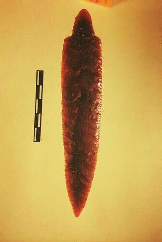 Hypogée de Roaix. Grand poignard en silex. © Jean Courtin.