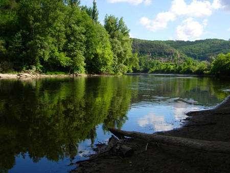 Rivière Dordogne en Périgord © Luc Viatour, Wikimedia, Licence de documentation libre GNU, version 1.2