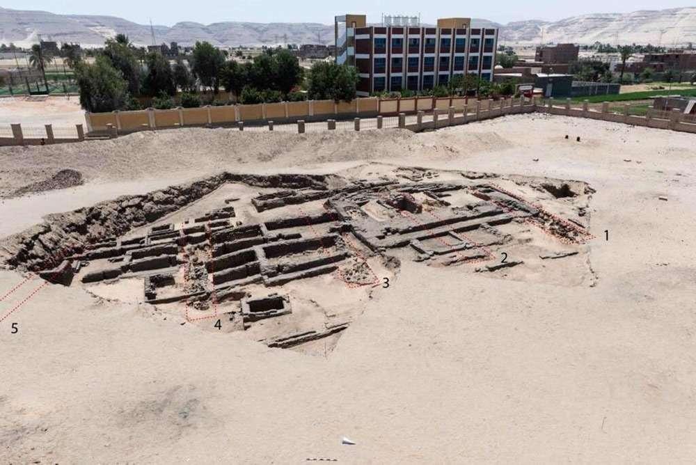 Les fouilles de ladite brasserie. © Ministère égyptien du Tourisme et des Antiquités