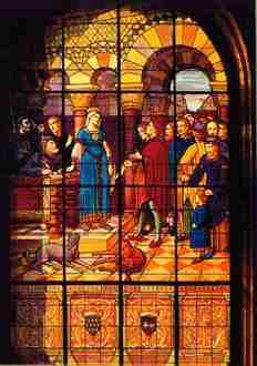 Aliénor d'Aquitaine représentée sur le vitrail de l'Hôtel-de-Ville, à Poitiers. © DR