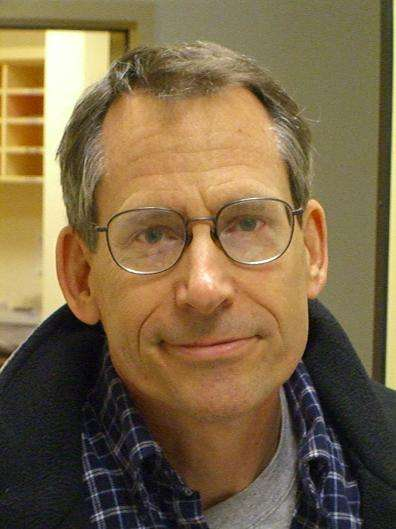 Le physicien John Preskill a travaillé sur les monopoles magnétiques et les trous de vers en théorie quantique avant de se concentrer sur le domaine de l'information quantique. © UC Santa Barbara, Kavli Institute for Theoretical Physics