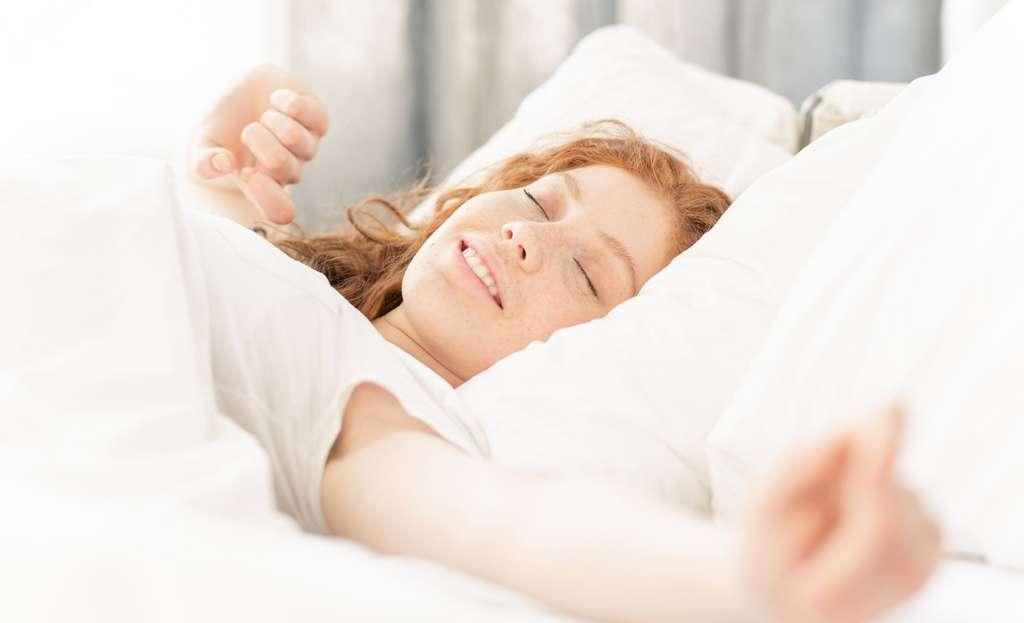 Dormir mieux et plus longtemps ne constitue pas une perte de temps en période d'examen. Cela permet de doper son efficacité dans la journée. © pressmaster, Pixabay License