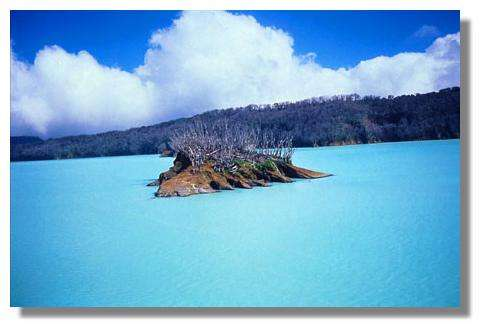 Lac acide. Lac Voui. Aoba, Vanuatu (01/12/1995) © IRD/Michel Lardy