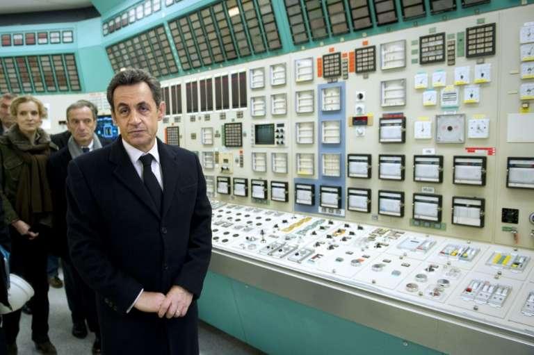 Le président de la République, Nicolas Sarkozy, visite la salle de commandes de la centrale de Fessenheim (Haut-Rhin) le 9 février 2012. © Lionel Bonaventure, AFP, Archives