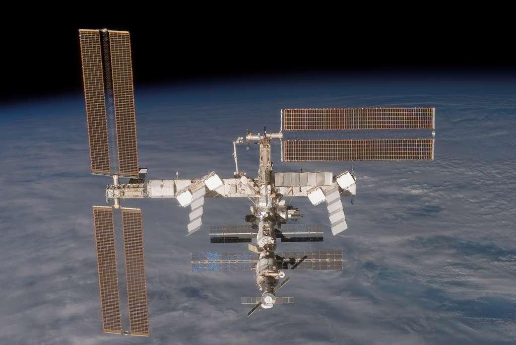 Rétraction partielle des panneaux solaires de P6 (décembre 2006)
