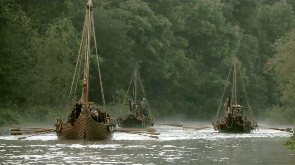 Remontée de fleuve par des bateaux vikings ; scène de la série TV Vikings, sur History. © Histoire Normandie.