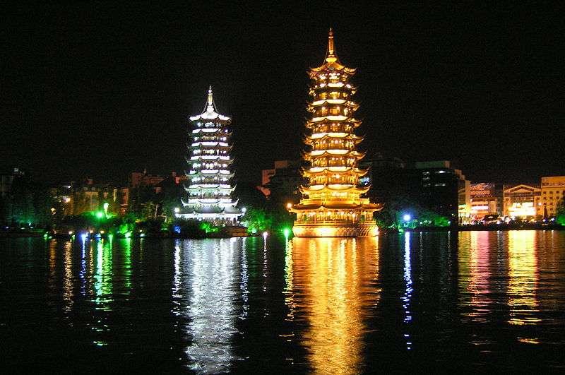 Les pagodes du lac Shanu, à Guilin, en Chine