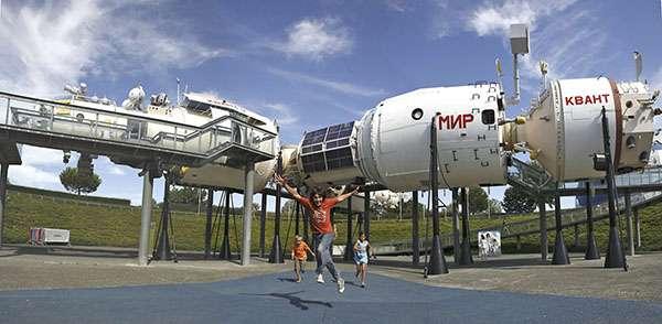 À la Cité de l'espace, découvrez une réplique exacte de la station spatiale Mir qui a tourné autour de la Terre pendant 15 ans à 28.000 km/h. © Manuel Huynh, Cité de l'espace, tous droits réservés