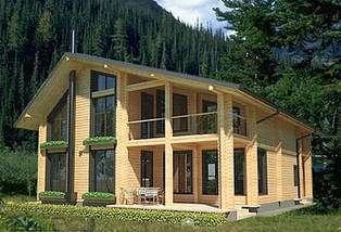 Technique du madrier. Surface habitable 169,30 m2 : rez-de-chaussée 98 m2, étage 71,30 m2 © France Wood House