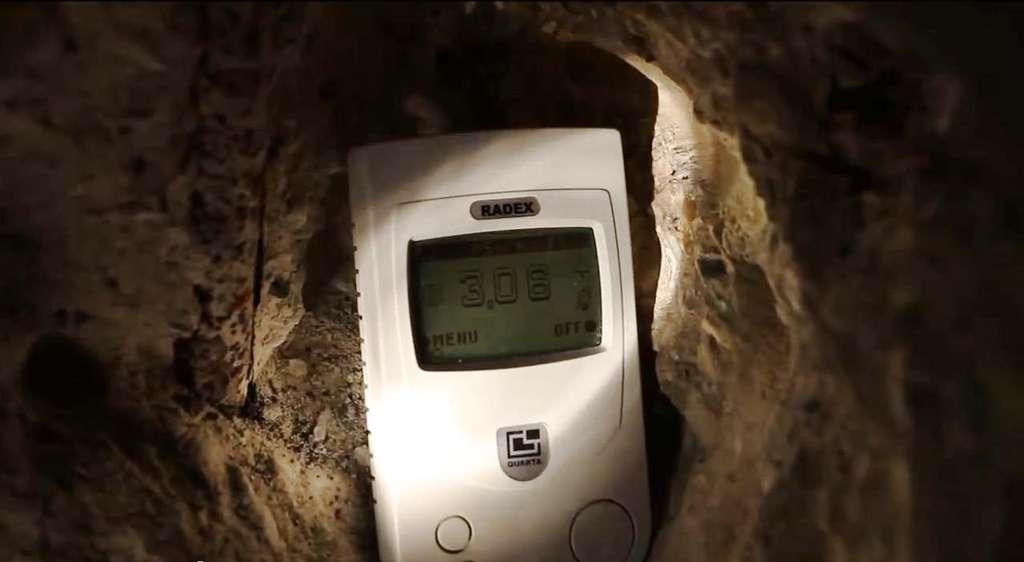 Des mesures de la radioactivité en certains points chauds du site semblent indiquer qu'il reste des zones du fort de Vaujours qui ne sont pas complètement décontaminées. Alors, y a-t-il danger ? © Les Abesses de Gagny-Chelles, YouTube (capture d'écran)