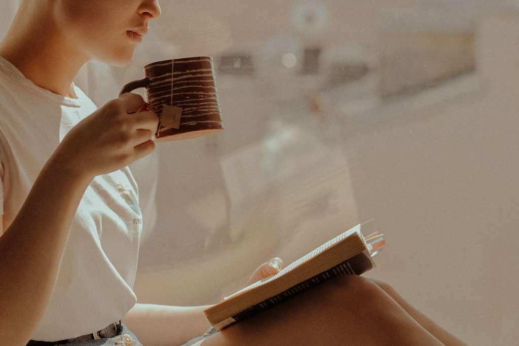Thé noir, vert ou blanc, en sachet ou en vrac, à chaque thé le plaisir d'une boisson réconfortante et bienfaisante. © Cottonbro, Pexels