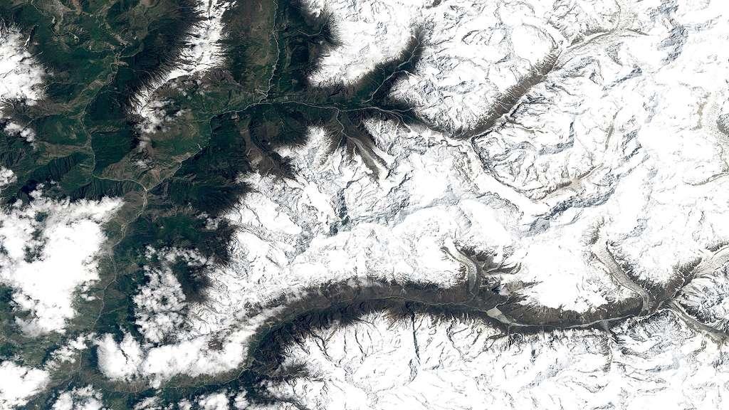 Séisme au Népal : le village de Langtang englouti par une avalanche