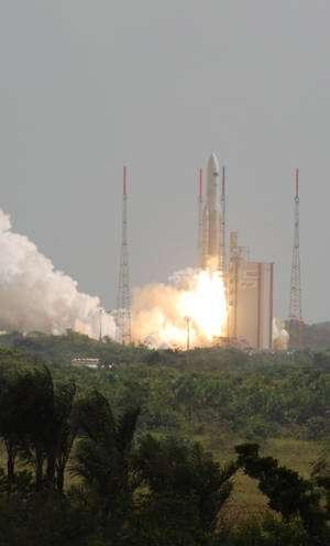Lancement des satellites scientifiques Herschell et Planck par une Ariane 5 en mai 2009. © Rémy Decourt