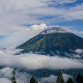 Le mont Sumbing, un volcan situé au centre de l'île de Java © Yuem Park @Berkeley