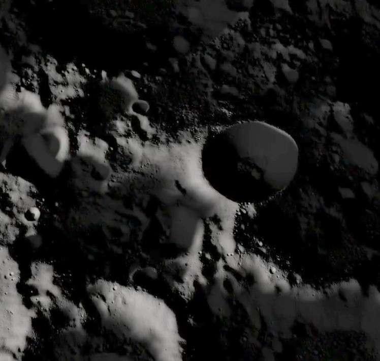 Faux espoir pour les astronomes. La sonde japonaise Kaguya a révélé que le cratère Shackleton ne contenait pas de glace d'eau. © Nasa