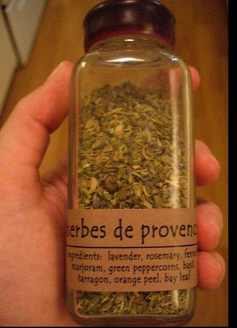 Épices et herbes aromatiques se trouvent aussi séchées. © Krista76, Flickr CC by nc sa 2.0