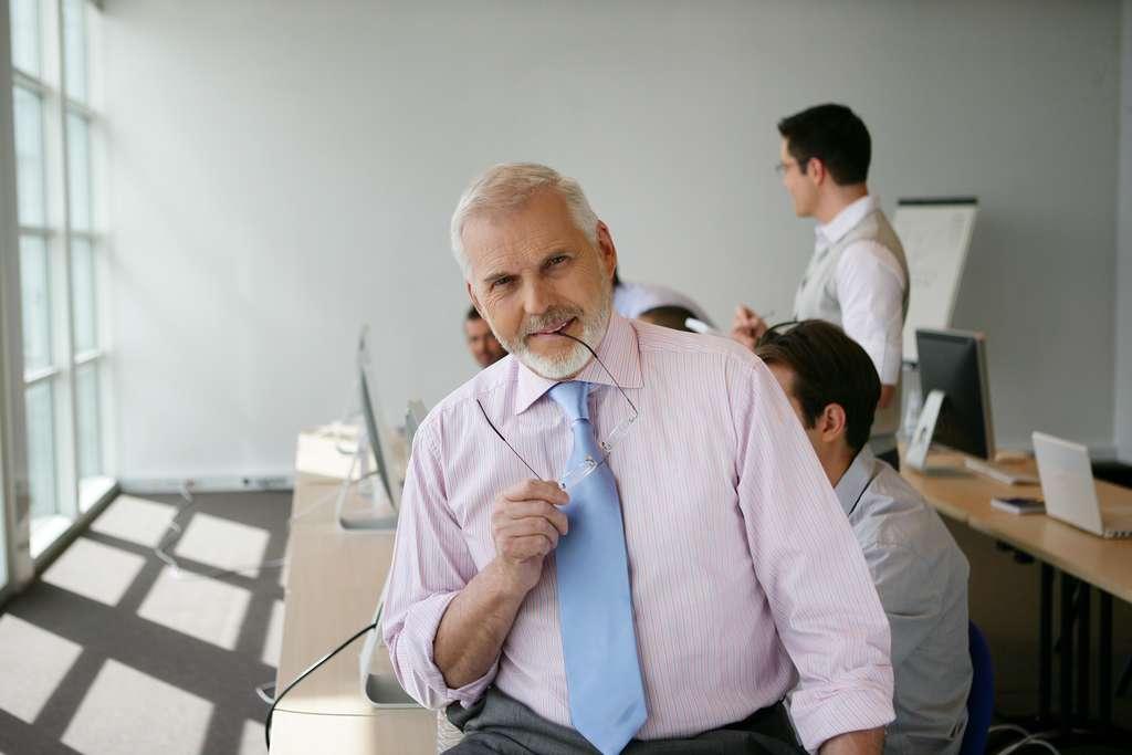 Beaucoup de quinquagénaires mettent à profit leur expérience pour se reconvertir comme coach ou formateur et ainsi continuer leur métier à leur compte. © auremar, Adobe Stock.