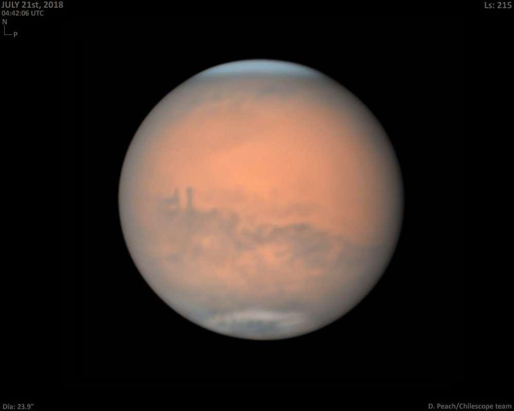 Mars, le 21 juillet 2018, photographiée depuis la Terre par Damian Peach. © Damian Peach (@peachastro)