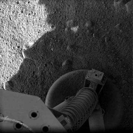 Pied de Phoenix (mosaïque d'images). Crédit : Nasa/JPL/UA/Lockheed